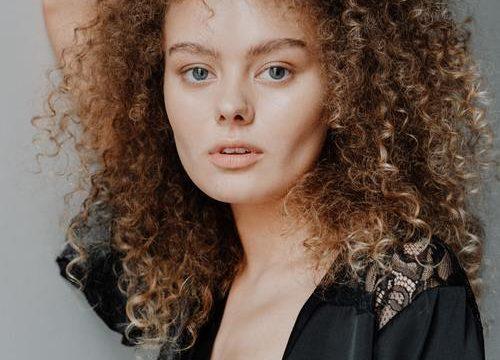 Contouring- sminktekniken som skulpterar ansiktet